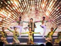 Tùng Dương, Dương Hoàng Yến, OPlus lan toả sức trẻ trong Lễ trao giải Nhân tài Đất Việt