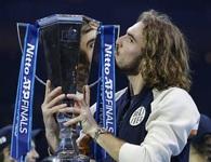 ATP Finals: Đánh bại Thiem, Tsitsipas gây sốc với cúp vô địch