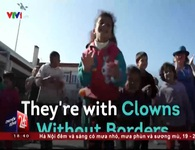 Những chú hề ở trại tị nạn