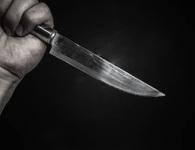 Vợ dùng dao đâm chồng vì quên không mua món ăn mà cô yêu cầu
