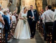 Đi lại được sau bảy năm ngồi xe lăn nhờ lấy chồng