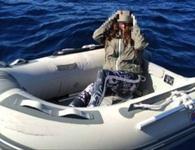 Bọc mình trong túi ni-lông, cô gái sống sót thần kì sau 2 ngày trôi giữa biển