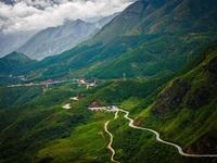 Vẻ đẹp ngoạn mục của 5 cung đường đèo hiểm trở nhất Việt Nam