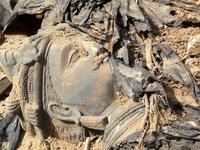 Bức tượng Phật cổ 1500 năm tuổi bị vứt ngoài... bãi rác