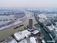 Tuyết đầu mùa phủ trắng trời, biến cổ trấn nghìn năm tuổi hóa chốn thần tiên