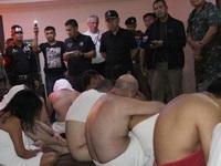 Nhóm khách nước ngoài bị bắt vì tham dự tiệc thác loạn tập thể