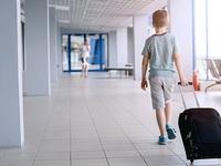 Cãi vã với mẹ, du khách nhí trộm thẻ tín dụng đi... du lịch nước ngoài
