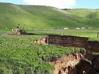 """Núi lửa 60.000 năm tuổi bất ngờ """"lộ thiên"""" ở New Zealand"""