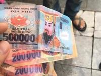 Vụ trả lại tiền âm phủ cho khách Tây: Người lái xích lô nói gì?