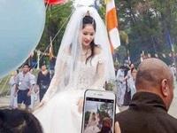 Cư dân mạng bất bình trước hình tượng Phật Quán Thế Âm… mặc váy cưới
