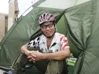 Cụ ông 71 tuổi dành 10 năm đạp xe du lịch khắp thế giới, ăn thịt chuột túi chết để sinh tồn
