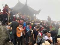 Du khách chen chân đổ về Yên Tử ngày khai Hội