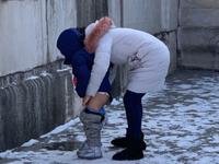 Khách Trung Quốc cho con đi tiểu bậy ở giữa Tử Cấm Thành