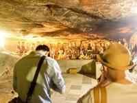 Kỳ lạ ngôi chùa cổ 1000 năm, tọa lạc trong lòng hang động ở Ninh Bình