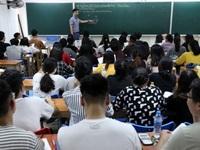"""Học sinh Hà Nội nháo nhào tìm """"lò"""" luyện Sử"""