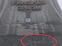 Cột cờ đỉnh Fansipan bị vẽ bậy gây phẫn nộ cộng đồng