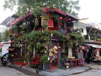 Quán cà phê hè phố theo phong cách Pháp ở Sài Gòn