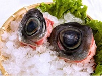 """Kỳ lạ món """"đèn pha đại dương"""", trông thì ghê nhưng ăn lại mê ở Phú Yên"""
