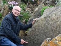 Thưởng 52 triệu đồng cho người giải được mật mã trên phiến đá cổ