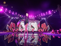 """Bích Phương và bikini show """"bỏ bùa"""" khán giả Hạ Long tại Sun Dance Festival"""