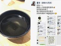 Thực khách Trung Quốc cho con đi vệ sinh vào bát ăn của nhà hàng