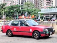 """""""Chặt chém"""" du khách, tài xế taxi dù bị cảnh sát tóm gọn"""