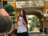 """Nữ sinh thi THPT quốc gia """"hút"""" mọi ánh nhìn với vẻ tươi tắn, trẻ trung"""