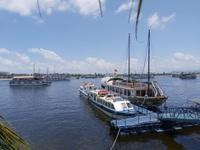 Hạ Long: Thuyền viên tàu du lịch đục lỗ nhà tắm quay lén du khách