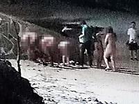 Nhóm khách Tây bị phạt tiền vì tắm biển khỏa thân
