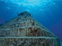 Kim tự tháp bí ẩn chìm dưới đáy biển