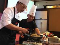 Vua đầu bếp Chan KwokKeungkhen nức nở món ăn Việt