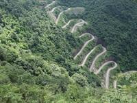 """Theo chân """"phượt thủ"""" khám phá đèo 14 tầng nổi tiếng bậc nhất ở Cao Bằng"""