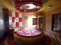 Khách sạn tình yêu bị bỏ hoang: Chốn yêu đương một thời của những cặp tình nhân