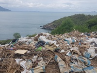 Đường đèo tuyệt đẹp ở phía bắc Nha Trang bị rác xây dựng tấn công