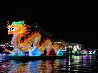 Lung kinh đêm hoa đăng Ninh Kiều