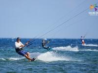 """""""Đại tiệc"""" lướt ván diều quốc tế tại biển Ninh Chữ"""