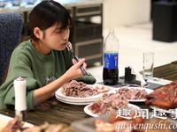 Ăn một lúc hết gần 6 kg thịt, cô gái bị nhiều nhà hàng từ chối phục vụ
