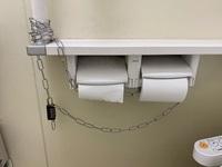 Dùng khóa chống trộm giấy vệ sinh giữa mùa dịch Covid-19