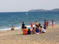 """Nha Trang """"lập chốt"""", yêu cầu người dân không tụ tập trên bãi biển"""
