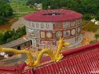 Cung điện bằng gốm giá hàng chục tỷ của cụ bà gần 90 tuổi