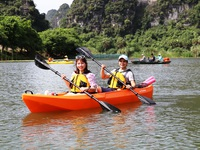 Chèo thuyền kayak khám phá di sản thế giới Tràng An
