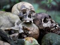 Vẫn mai táng lộ thiên để xác chết tự phân hủy bất chấp lo ngại về Covid-19