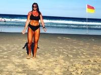 Cô gái để ngực trần cứu sống 3 người thoát khỏi đuối nước