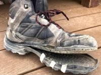 """Nắng nóng cực điểm tới mức """"nung chảy"""" cả giày leo núi"""