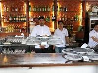 Nhà hàng Singapore dùng... máy bay không người lái phục vụ khách