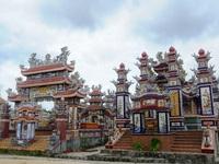 Thăm ngôi làng của những ngôi mộ tiền tỉ trên đất Huế