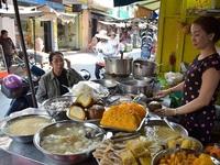 Đến Sài Gòn, đi chợ Campuchia