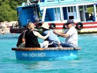 Nha Trang: Ngắm san hô bằng thuyền thúng đáy kính