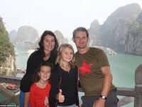 Cho hai con gái nghỉ học một năm để du lịch quanh thế giới
