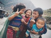 Nụ cười thơ ngây hồn hậu của những em bé Nepal